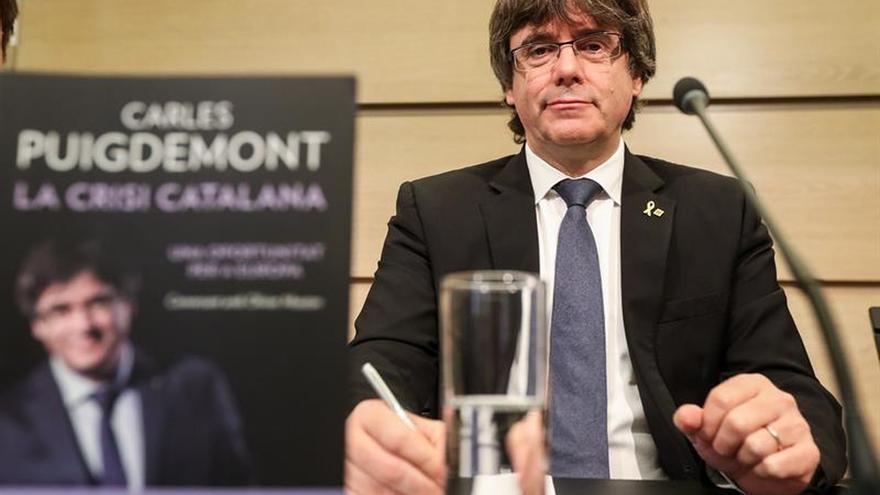 """Puigdemont propone una """"mediación discreta"""" de Tusk para el caso catalán"""