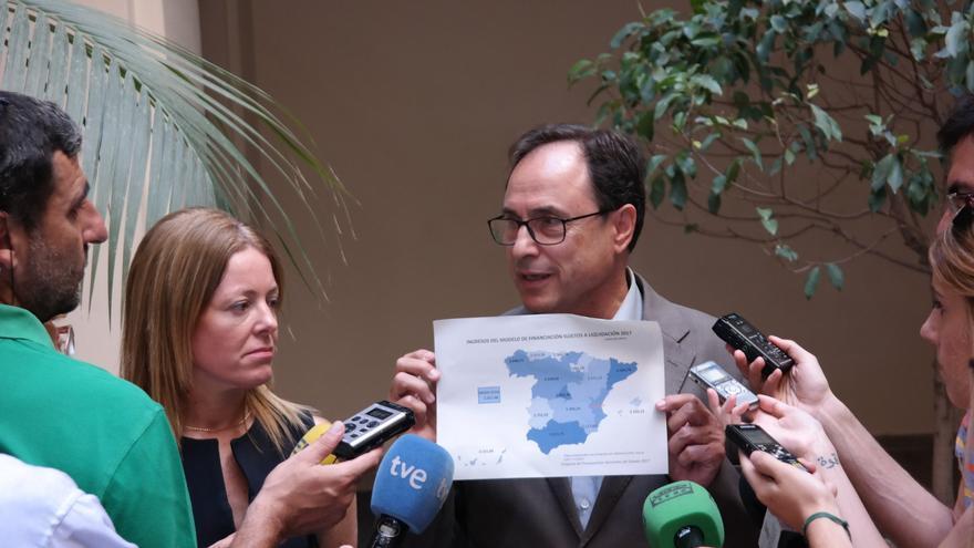 El conseller de Hacienda, Vicent Soler, y su número dos Clara Ferrando, tras la comisión mixta por la reforma del modelo de financiación
