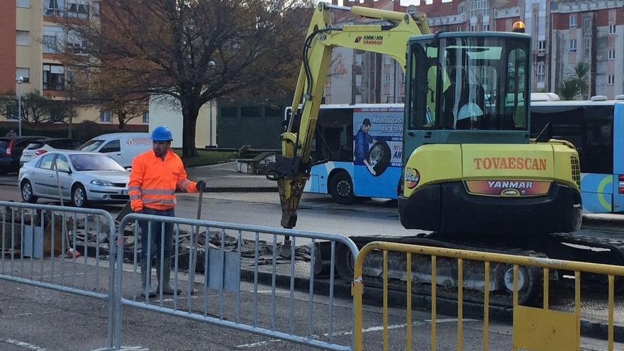 Arrancan las obras del carril bici entre el complejo de deportes y el PCTCAN, que funcionará en verano