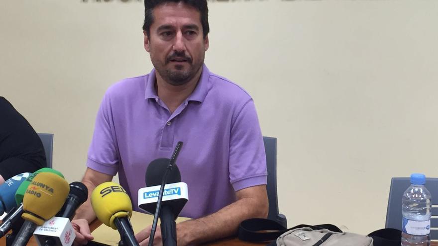Jordi Peris explica su dimisión en una rueda de prensa.