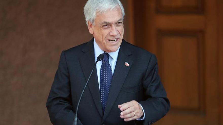 Piñera revisa la política exterior de Chile con el canciller de la presidenta Bachelet