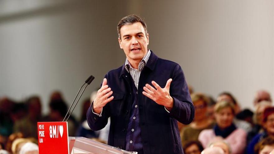 """Sánchez avisa de que seguirá tomando las medidas sociales que PP y Cs """"obstaculizan"""""""