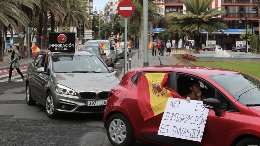 """Vox sale a la calle para pedir la deportación de migrantes y alaba """"la valentía"""" de la alcaldesa de Mogán"""
