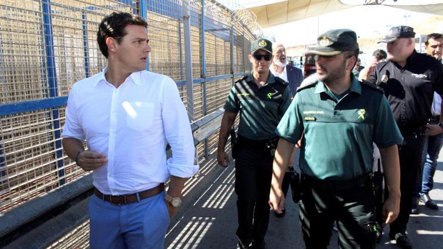 """Rivera pide a Sánchez ir """"más allá de ocurrencias y buenismo"""" en inmigración"""