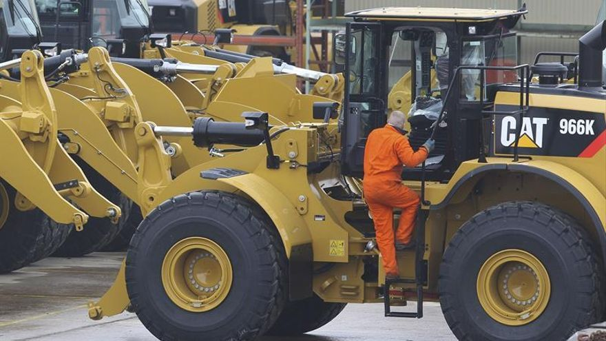 Caterpillar gana 821 millones en el primer semestre, un 59,8 % menos
