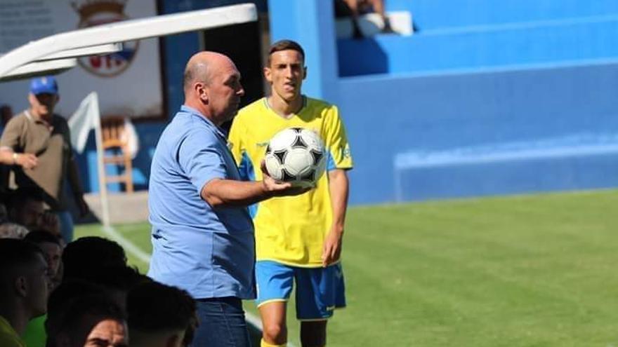 Almeida, entrenador de la SD Tenisca.