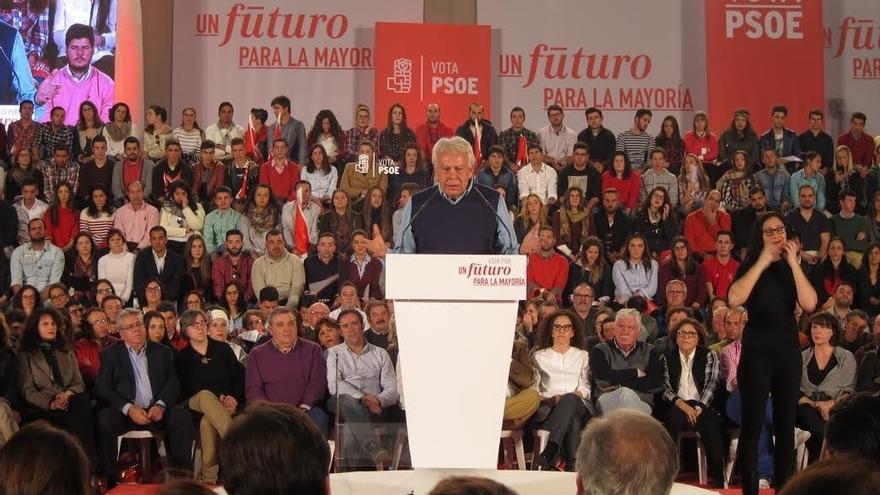 "Felipe González ve en Podemos ""un baile de disfraces"" por ir de socialdemócratas, ""olvidando"" a Venezuela y Syriza"