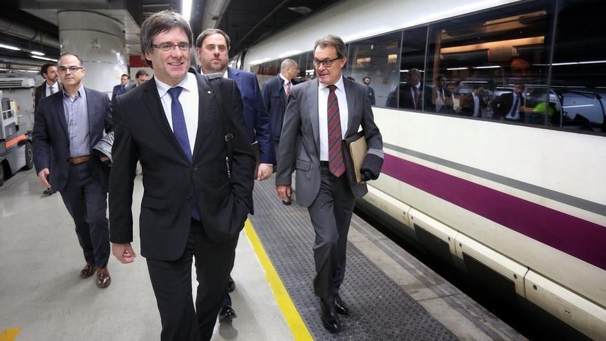 """Puigdemont y Mas tachan de """"vergüenza para España"""" el suplicatorio de Homs y alertan que la democracia está en peligro"""