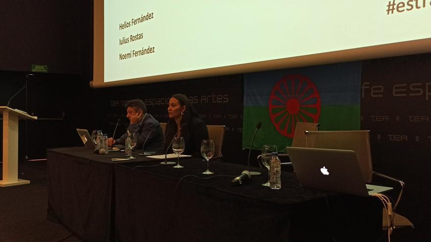Iluius Rostas y Noemí Fernández, en la Conferencia Internacional Estrategias contra el Antigitanismo.
