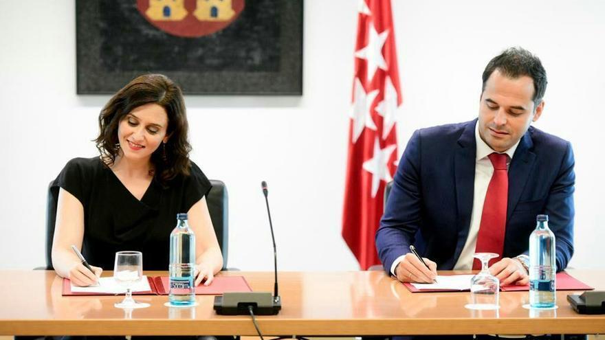 Isabel Díaz Ayuso e Ignacio Aguado sellan el acuerdo en la Comunidad de Madrid.