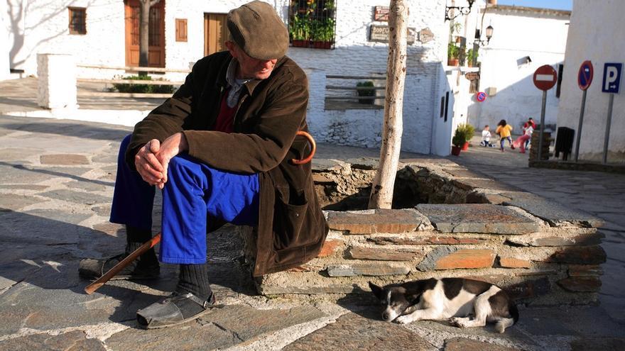 Las diferencias entre el medio rural y el medio urbano están hoy marcadas más por variables como la edad o el nivel de estudios que por el hecho de vivir en un pueblo o en una ciudad
