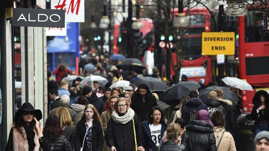 El número de inmigrantes llegados a Reino Unido alcanzó un récord hasta junio