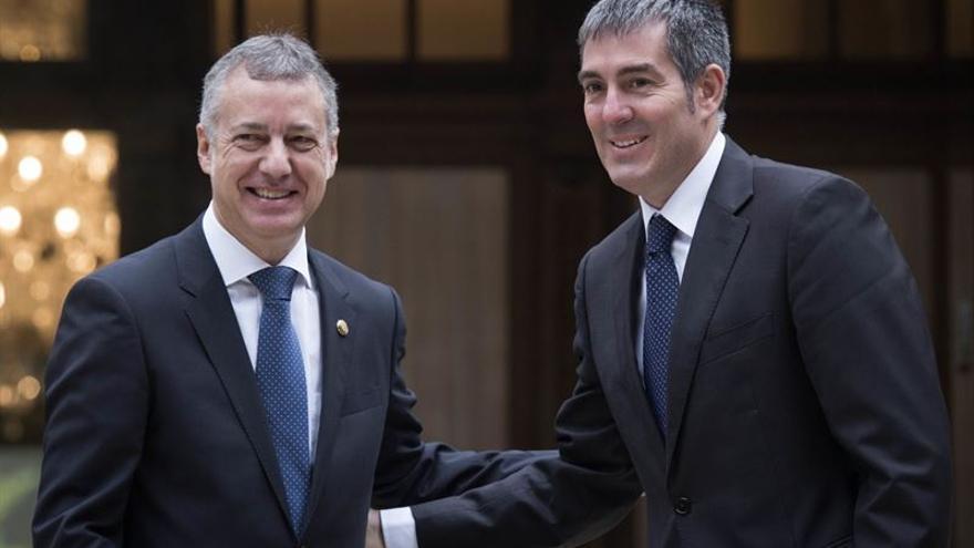 El presidente del Gobierno de Canarias, Fernando Clavijo junto al lehendakari, Iñigo Urkullu. Foto: Arturo Rodríguez