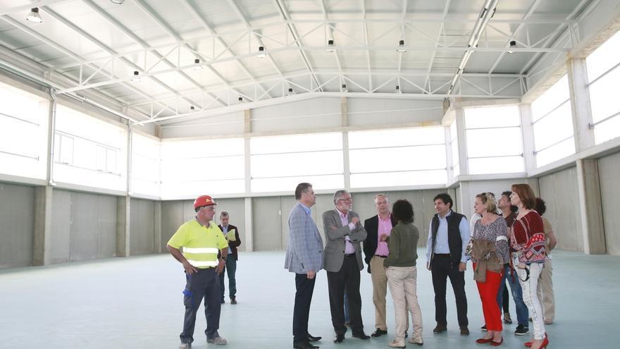 El polideportivo del IES Astillero está casi finalizado y el nuevo edificio de aulas concluirá en julio