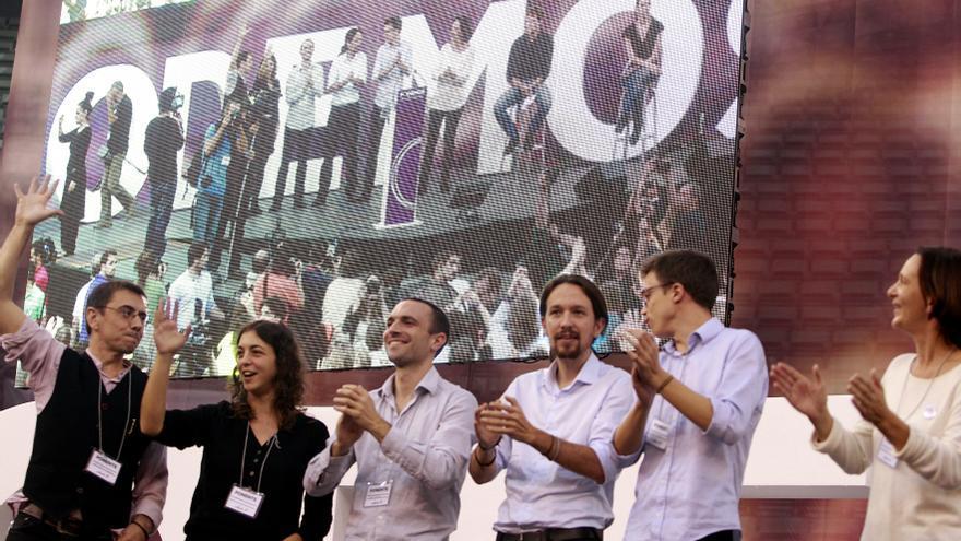 Juan Carlos Monedero, Tania González, Luis Alegre, Pablo Iglesias, Íñigo Errejón y Carolina Bescansa, en la Asamblea de Podemos en Vistalegre. / Marta Jara
