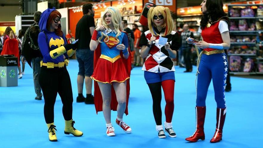 """A algunos superhéroes también se """"les va la pinza"""" y la lían parda"""