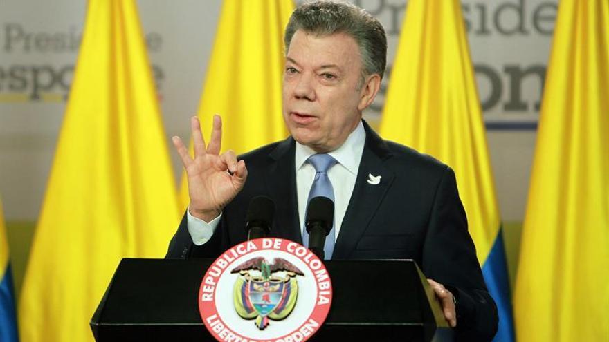 Santos critica a las FARC por mantener la misma sigla para el partido político