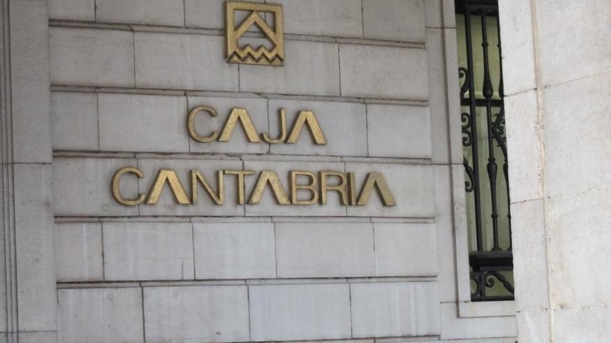 Sede de Caja Cantabria en la Plaza Porticada de Santander.