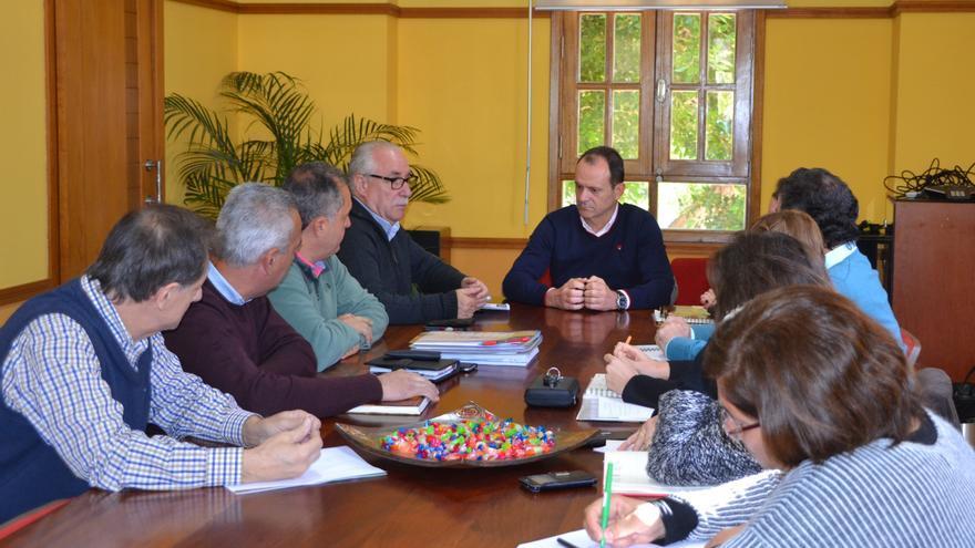 Reunión entre el consejero del Sector Primario del Cabildo de Gran Canaria, Miguel Hidalgo Sánchez con representantes del Ayuntamiento de Agüimes