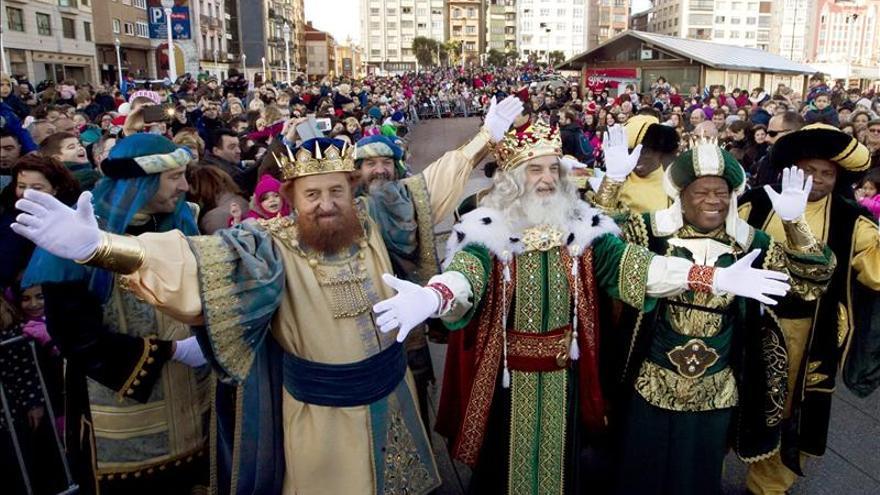 Los Reyes Magos en una cabalgata