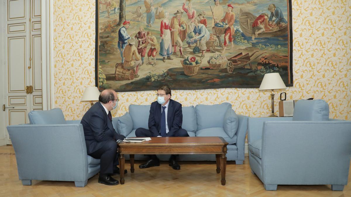 El ministro de Política Territorial, Miquel Iceta, junto al president de la Generalitat Valenciana, Ximo Puig.