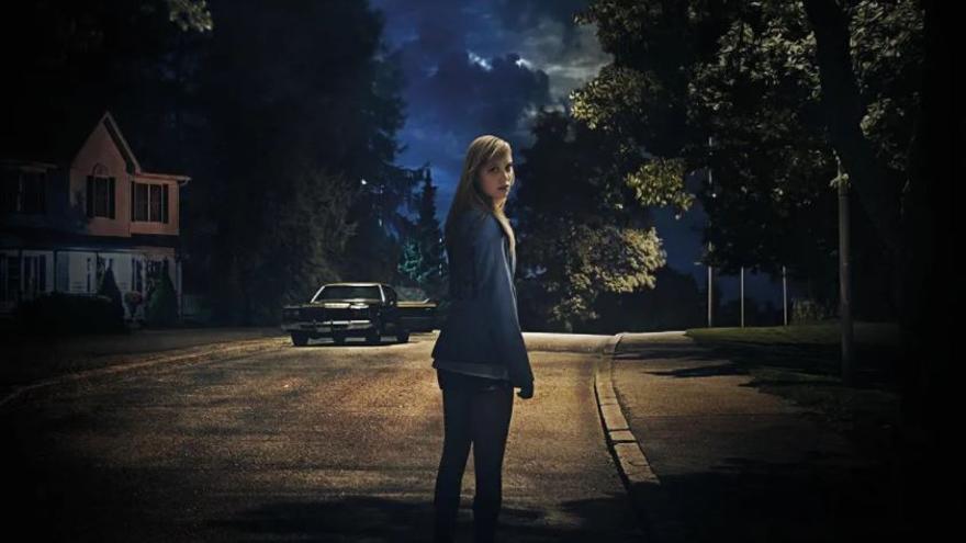 Imagen del cartel de la película It follows (2014).