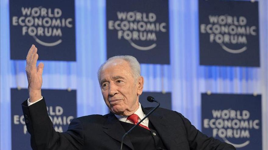 Simón Peres cree que las empresas han ocupado el lugar de los Gobiernos