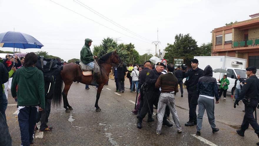 La Guardia Civil identifica a un ciudadano tras los incidentes en el Toro de la Vega.