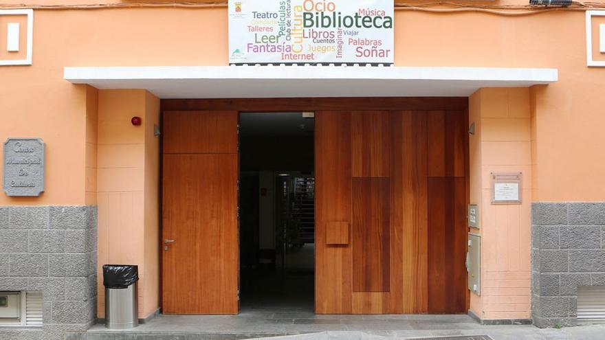 Entrada de la biblioteca. (Alejandro Ramos)