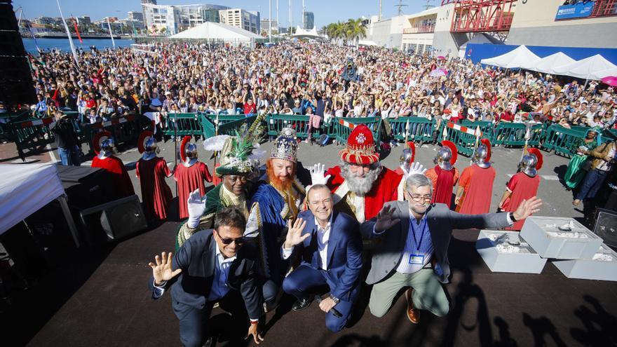 Más de 8.000 personas reciben a los Reyes Magos en Las Palmas de Gran Canaria.