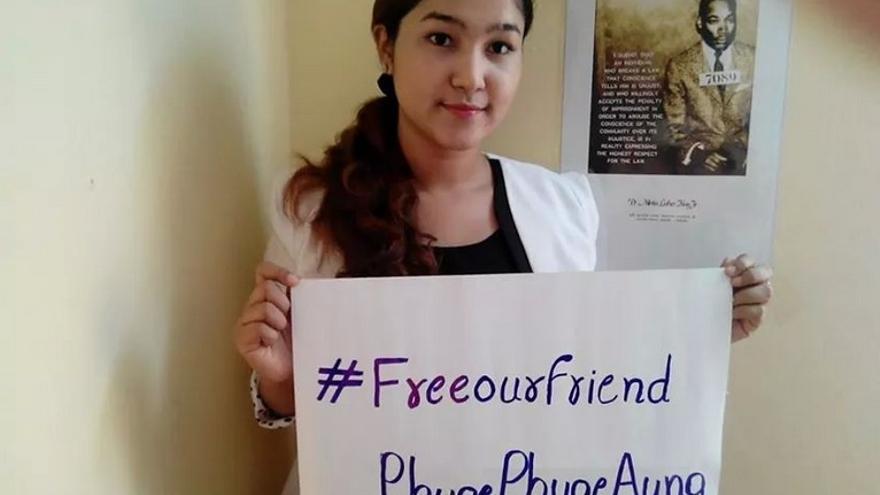 Wai Wai Nu, abogada y defensora rohingya de los derechos humanos, en una fotografía compartida en su perfil de Twitter.