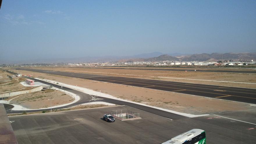La segunda pista del Aeropuerto de Málaga apenas tiene actividad ante la falta de demanda.