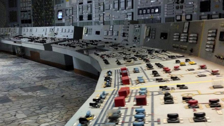 Miles de trabajadores van cada día a la central de Chernóbil 30 años después