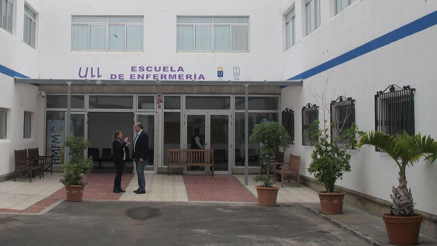 Susana Machín y Anselmo Pestana en la Escuela de Enfermería de La Palma.