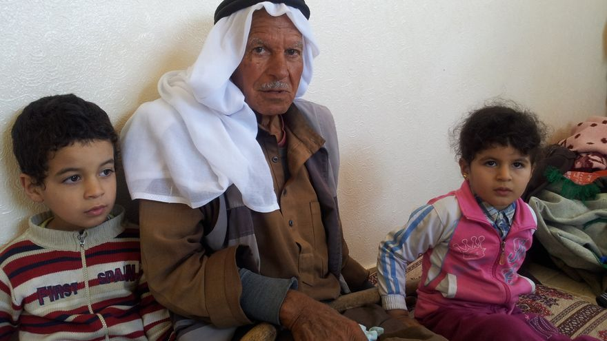 Ibrahim Abu 'Abde no confía en un retorno cercano a la que fue su casa, ahora bajo dominio israelí./ Isabel Pérez.