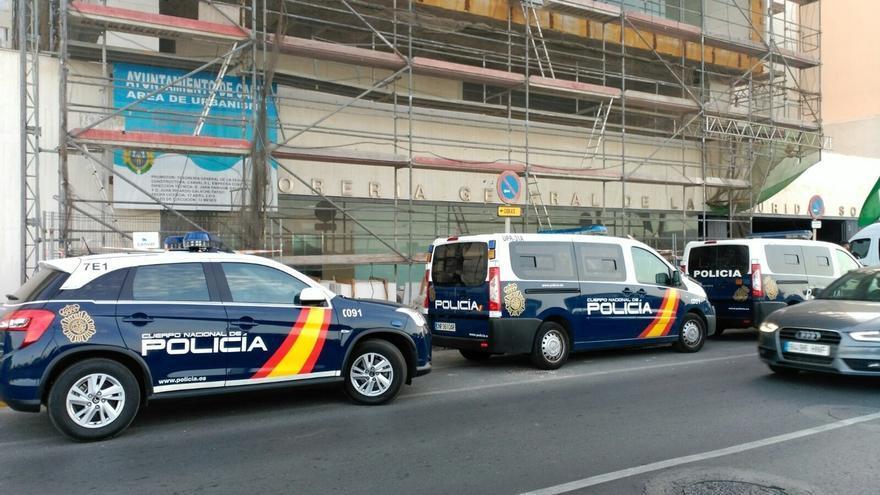 Policía registra sede de la Tesorería de la Seguridad Social en Cádiz en una operación con dos detenidos