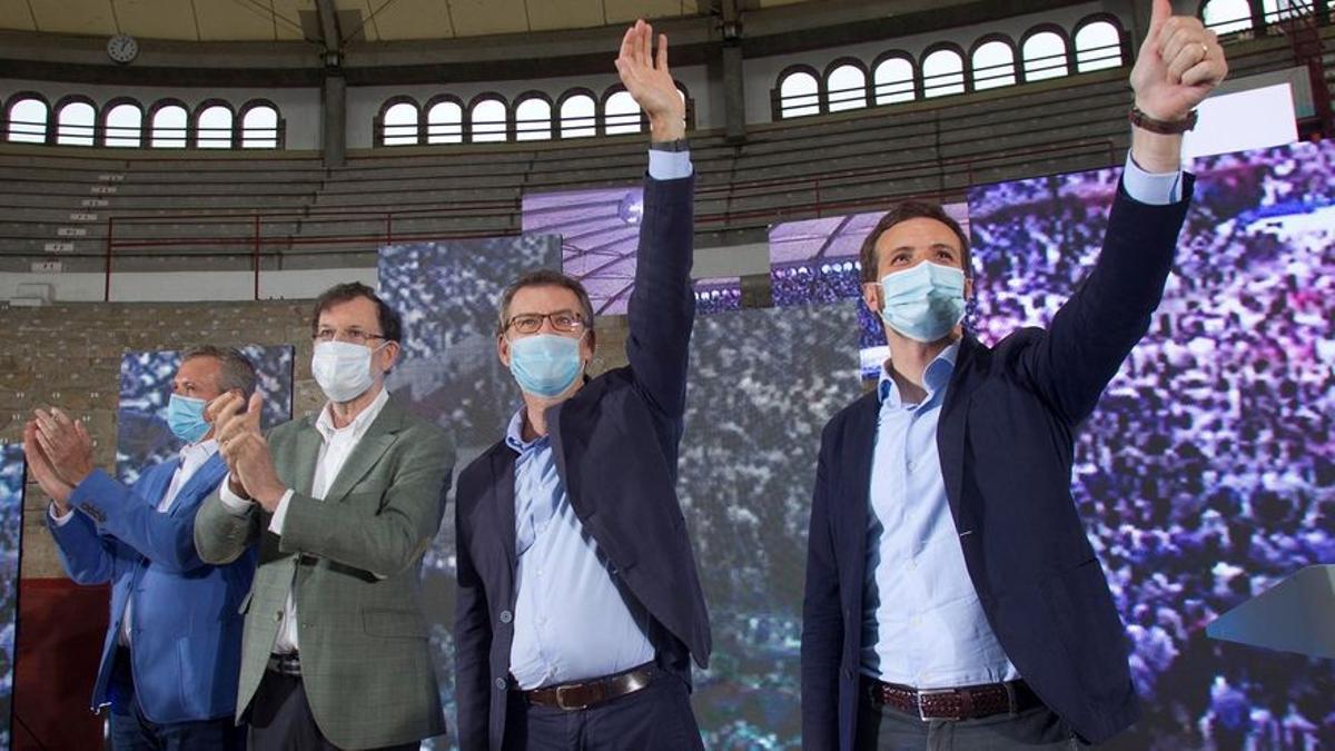 Alfonso Rueda, Mariano Rajoy, Alberto Núñez Feijóo y Pablo Casado en un mitin durante la última campaña electoral gallega