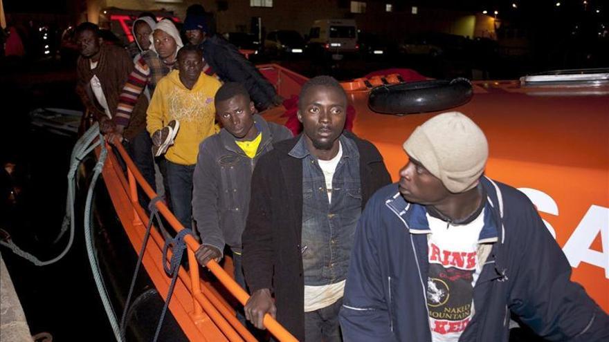 Interceptada una patera con 41 inmigrantes frente a las costas de Granada
