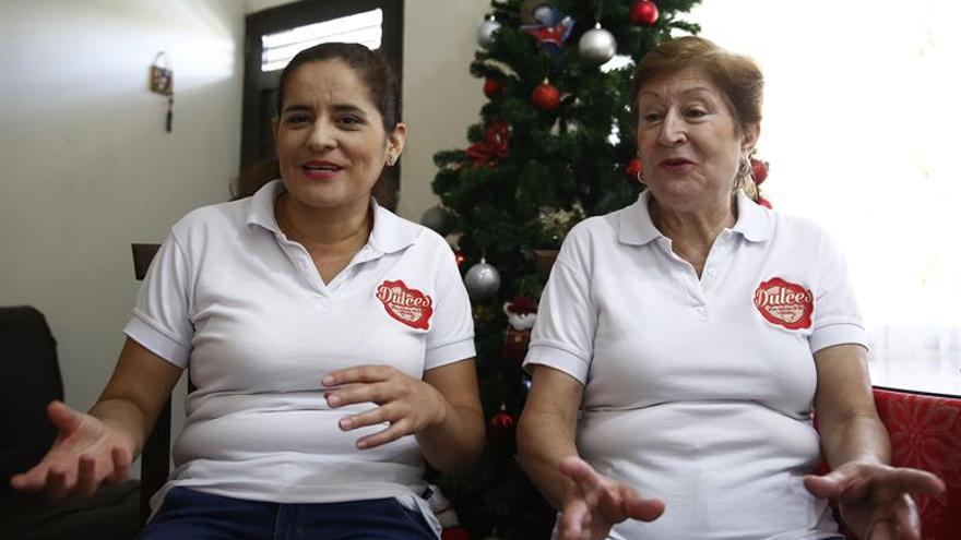 Familia colombiana encuentra en comida navideña éxito para su emprendimiento