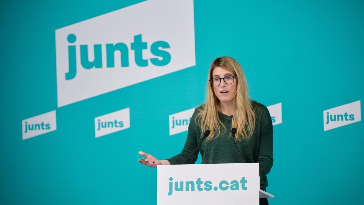 La vicepresidenta y portavoz de JxCat, Elsa Artadi, durante una rueda de prensa este lunes. EFE/Jxcat