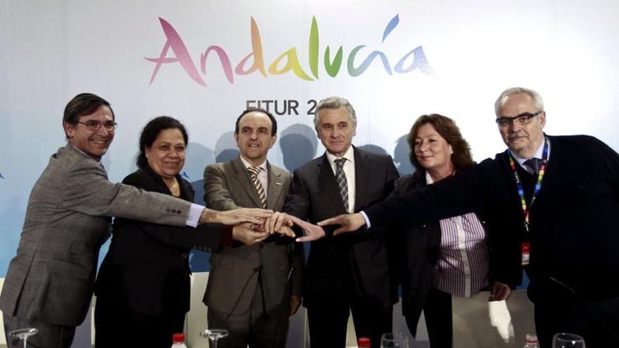 Andalucía firma en Fitur convenios para captar turistas de cruceros y vuelos