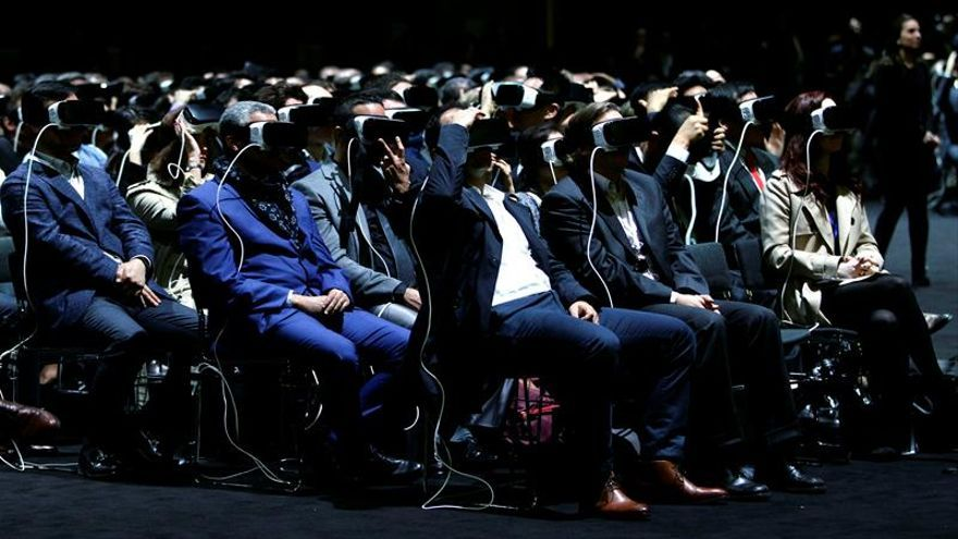Zuckerberg, módulos y curvas en el domingo pre Mobile World Congress