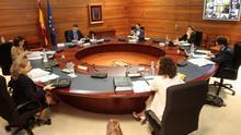 """El Gobierno avisa de que el estado de alarma es """"imprescindible"""" y negocia contra reloj con PNV y ERC"""