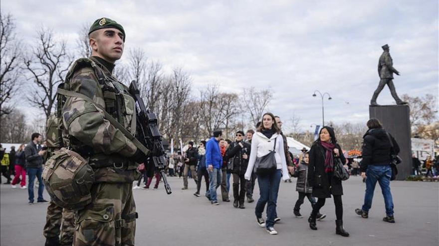 Francia desplegará 100.000 policías y gendarmes aunque no hay una amenaza precisa