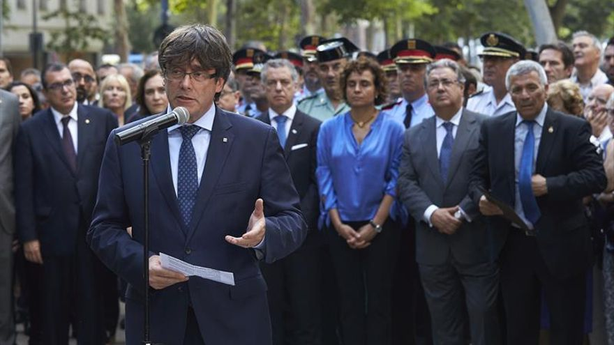 Puigdemont y Colau piden disculpas si las instituciones no han arropado a las víctimas
