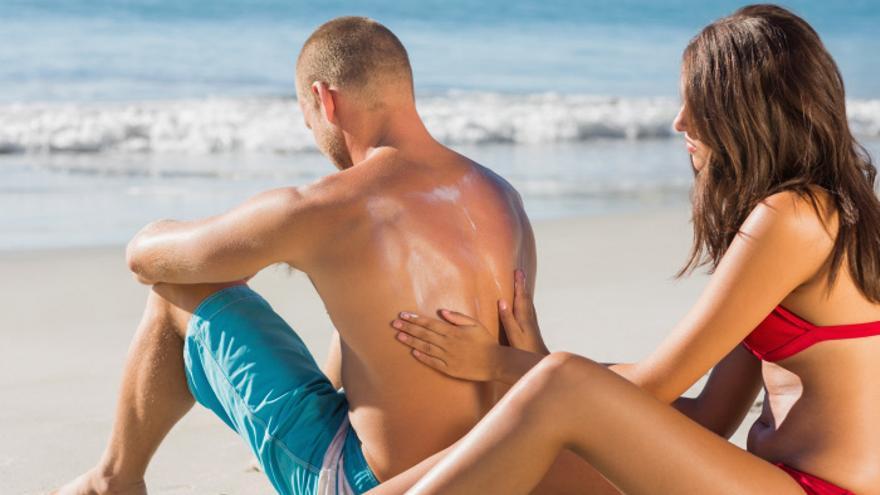 No proteger adecuadamente la piel en verano aumenta el riesgo de sufrir un melanoma.