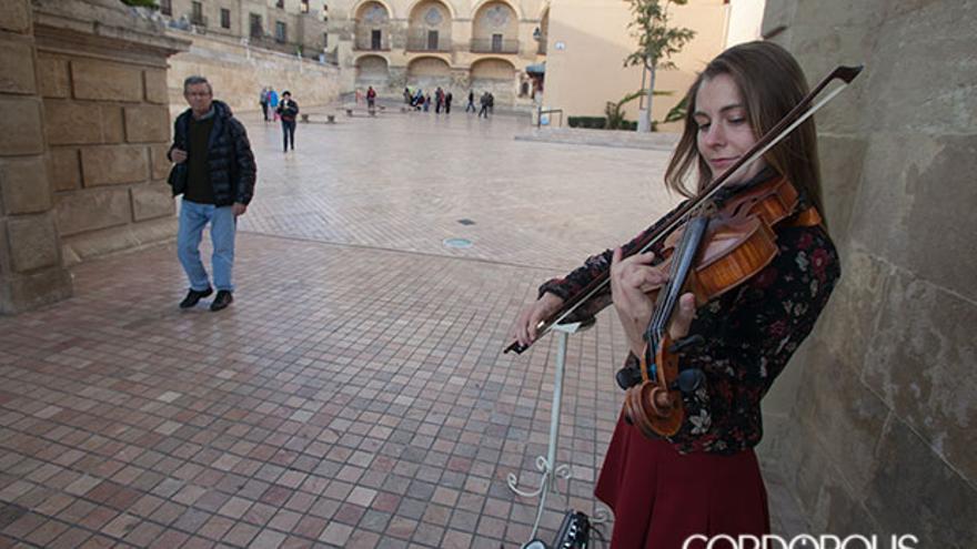 Imagen de la violinista del Puente | MADERO CUBERO