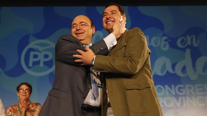 Sebastián Pérez y Juanma Moreno en una congreso de los populares