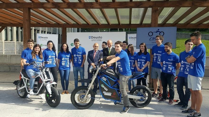 Estudiantes de Deusto desarrollan dos motos eléctricas inteligentes junto a la Policía de Bilbao