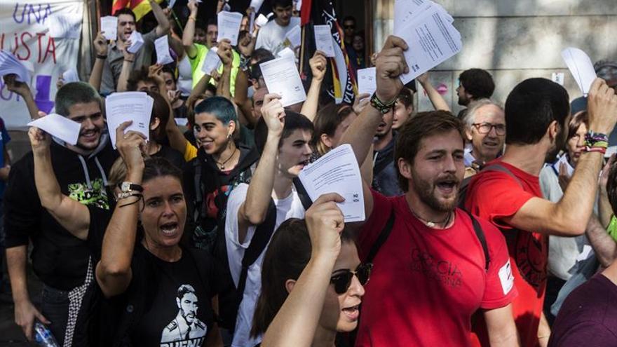 Más de la mitad de los catalanes estarían dispuestos a votar el 1-O, según una encuesta